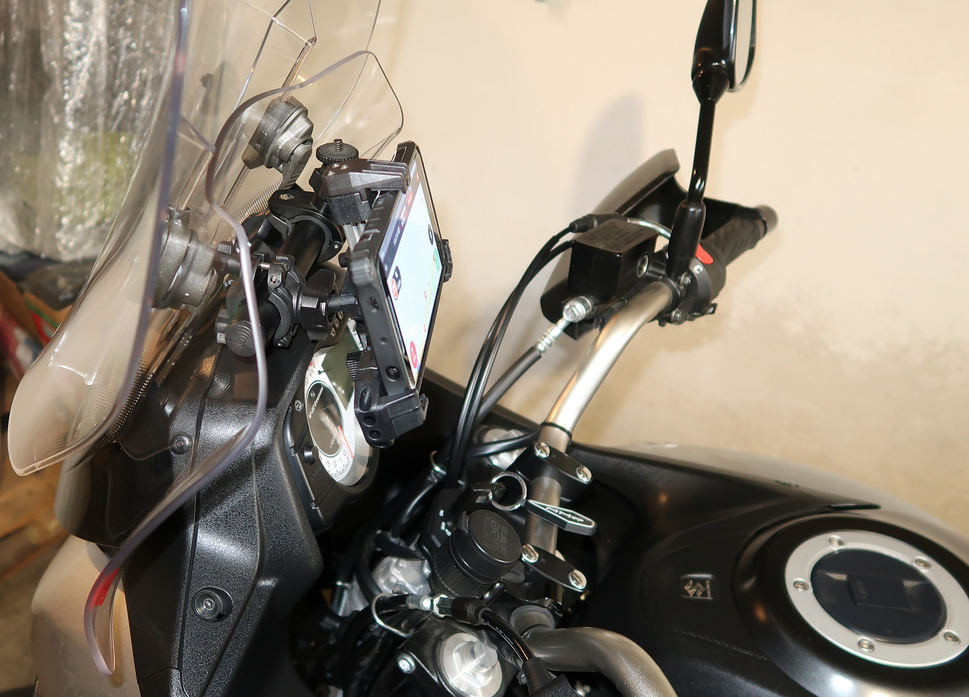 GPS Mobile Holder Coso & Givi (14).jpg